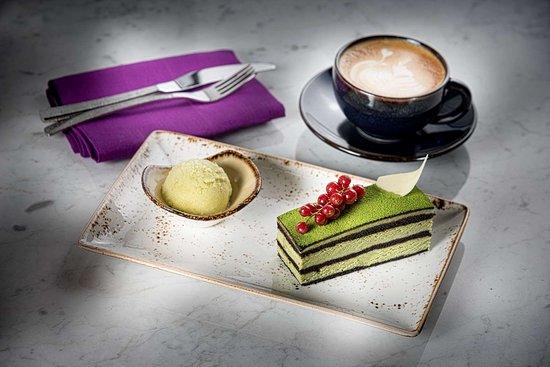 Fairmont Quasar Istanbul: Ukiyo Lounge& Bar Matcha Cake