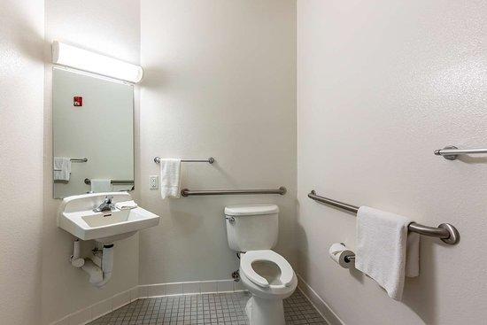 Caseyville, IL: bathroom