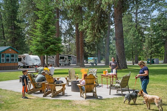 Fort Klamath, Орегон: Off season is a great time to book Crate Lake Resort for your group