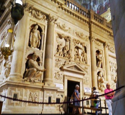 Santuario Della Santa Casa : La CASA