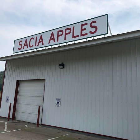 """Galesville, WI: The title of this company should read """"Sacia Orchard Apple Stand"""""""