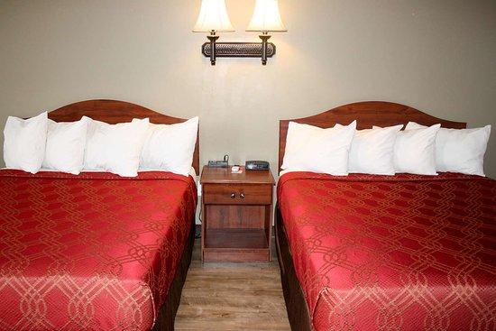 Salina, UT: Spacious room with queen beds