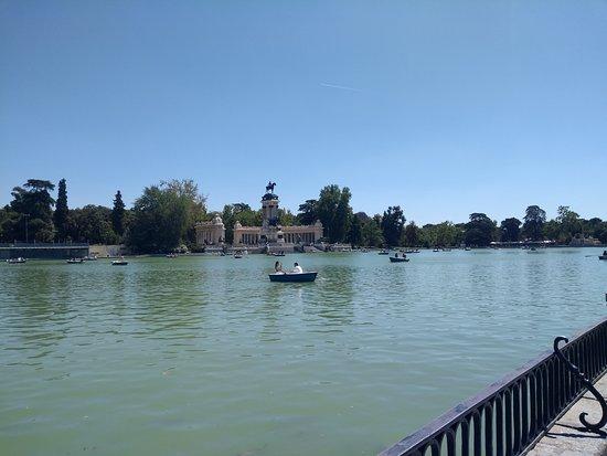 Retiro Park (Parque del Retiro) Photo