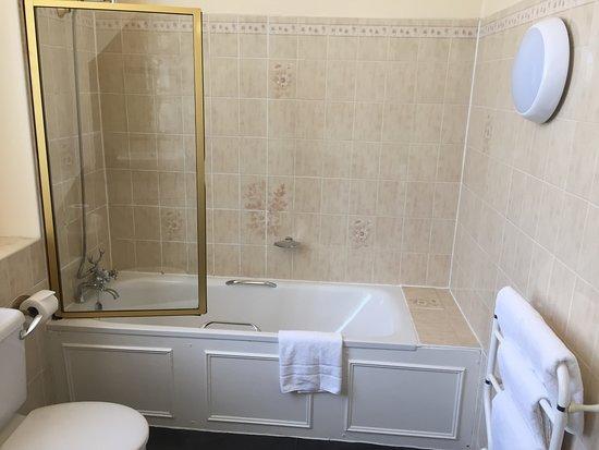 St Leonards-on-Sea, UK: Looking right from bathroom door