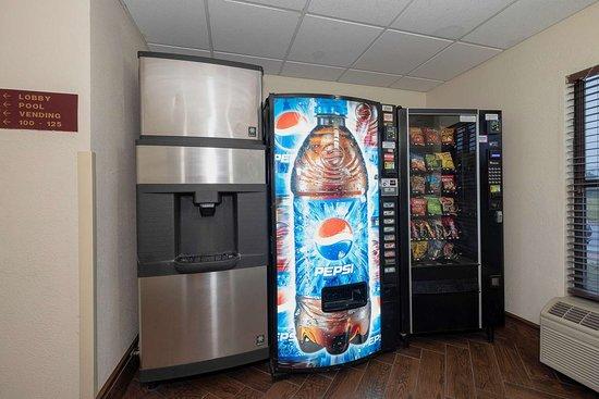 Monee, IL: Snack Center
