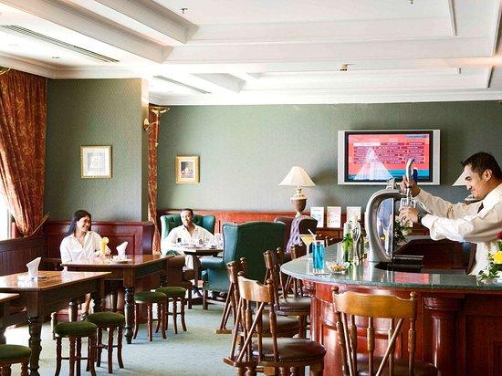 Mercure Grand Hotel Doha: Restaurant