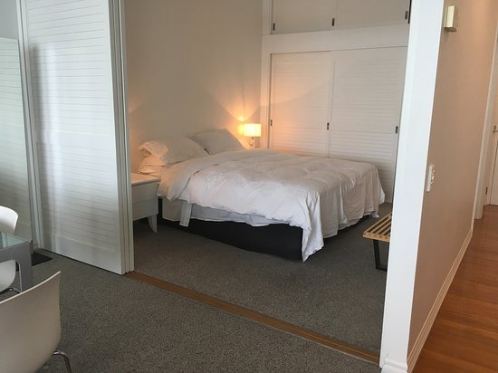 Auckland Waterfront Serviced Apartments: very comfortable bed.