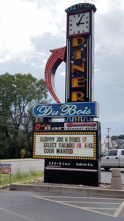 Roadside sign for Dubois Diner
