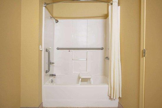 Vinita, Оклахома: Guest room bath