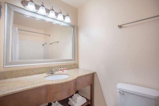 Hawthorne, NV: Guest room bath