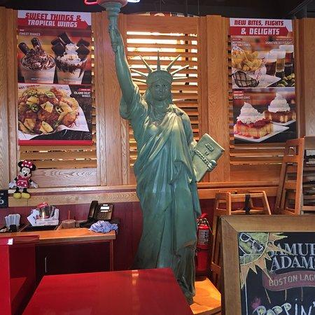 Red Robin Gourmet Burgers: photo2.jpg