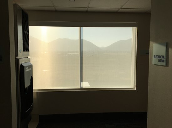 Brigham City, UT: This picture taken in hall, but our room also had filtered blind & shade like these