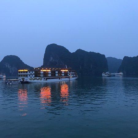 Hanoi Explore Travel: photo1.jpg