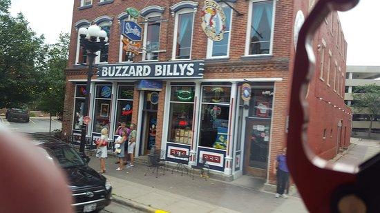 Buzzard Billy's Flying Carp Cafe: Buzzard Billy's Store Front