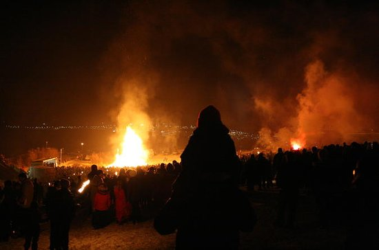 New Year's Eve in Reykjavik: Bonfire...