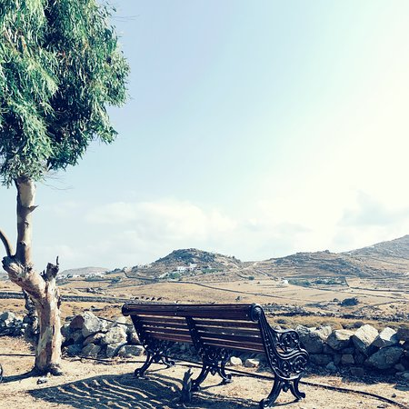 Marathi, Hellas: Views from the front yard