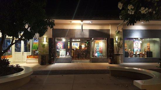 Hawaiian Gardens, CA: Art and Magic!
