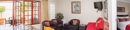 Summerstrand, Sydafrika: WE cater for bigger families with our  bedroomed interleading family rooms
