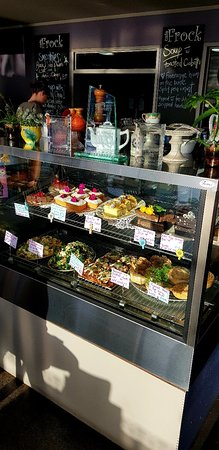 Morrinsville, Nieuw-Zeeland: Beautiful cabinet food and sweet goodies.. Lots of gluten & dairy free.. vegan options also