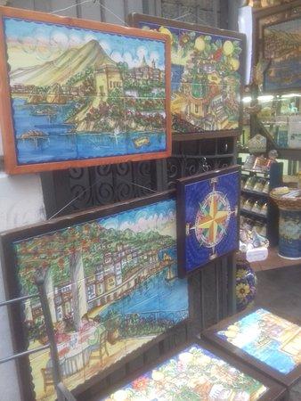 Vietri sul Mare, อิตาลี: Magnificent Vietri artistic ceramics