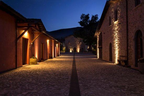 Monteleone di Spoleto, Italie : di sera...