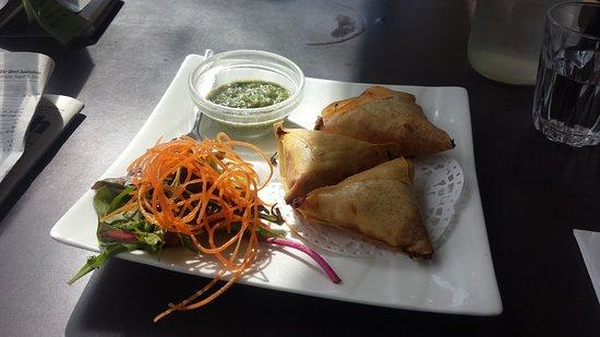 Lido Vietnamese Restaurant: Vegetarian samosas
