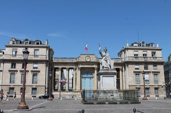 """Statue """"La Loi"""""""