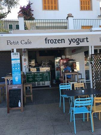Petit Café Frozen Yogurt Image