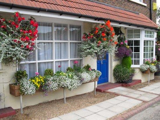 Village Pantry, Hotels in Horsham