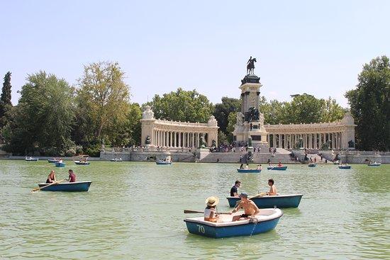 Retiro Park (Parque del Retiro): Lake