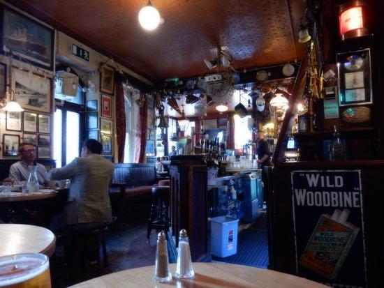 Interior Cronins Pub Crosshaven Co Cork