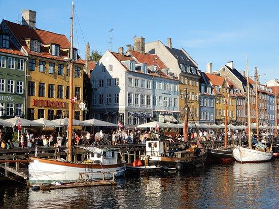 Nyhavn: Harbour.