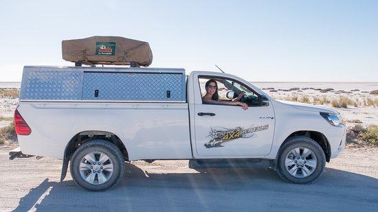 Africa 4x4 Rentals: voiture avec tente sur le toit