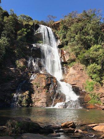 Rio Acima, MG: Cachoeira abaixo da Estrada - Dona