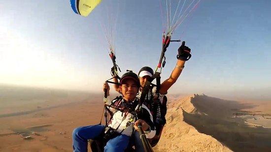 Emirado de Dubai, Emirados Árabes: tandem flights over all fayah sharjah
