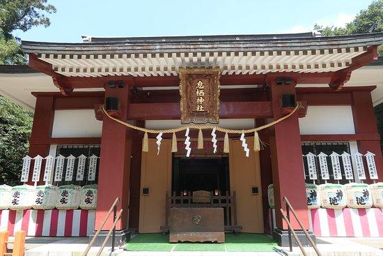 Ikisu Shrine: 拝殿。わりと新しい建築物です。