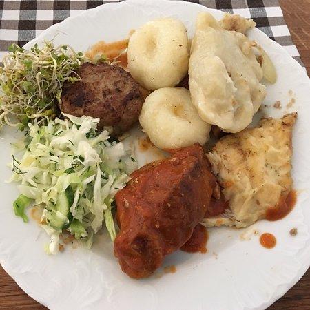 Biskupiec, Polandia: Potrawy ze stołu szwedzkiego  - 35 zł i jesz ile chcesz