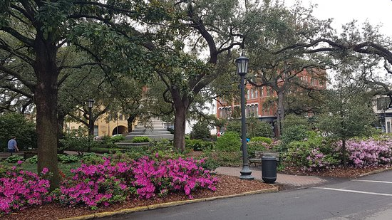 Savannah Historic District: One of the squares