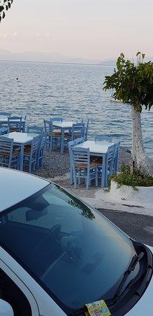 Tyros, Grecia: Απογευματινή όψη