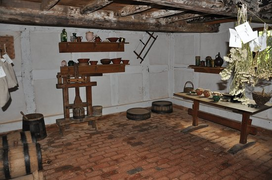 Staunton, VA: Inside the Inside the English Cottage from the 1600s