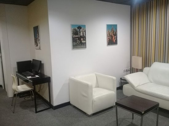 Hotel Urquinaona: Un cómodo estar con PC