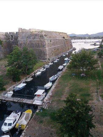 Old Fortress Corfu: στην γεφυρούλα προς το φρούριο.