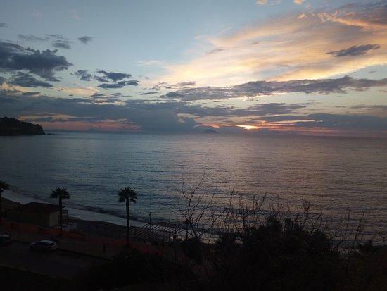 Spiaggia di Riaci: Tramonto a Tropea