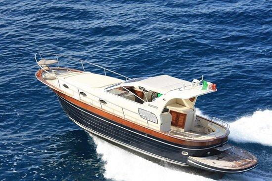 Vico Equense, Italie : Alfamarine boat charter - Principessa Patty - Acquamarina 900 cabin