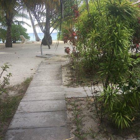 Gan Island: Hotel and grounds