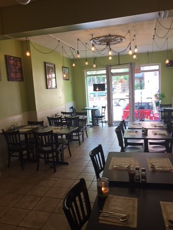 Cuisine India Restaurant From Inside They Have A Small Bar Too Picture Of Cuisine India Pottstown Tripadvisor