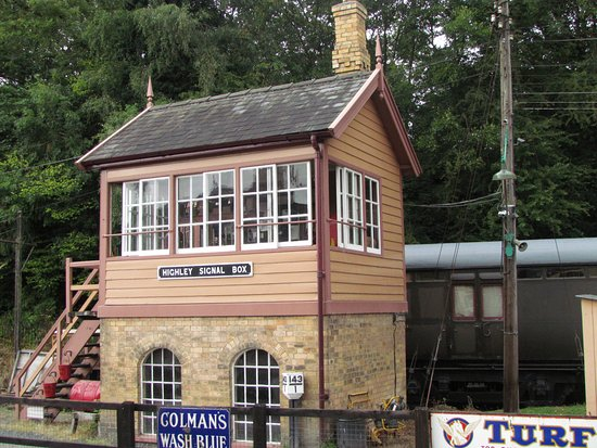 Severn Valley Railway: one of a few signal boxes en route