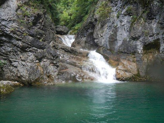 Disfrutando barranco d'Iscauin con Alto Pirineo.