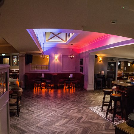 Kilcullen, Ирландия: Great seating and lighting within the Hideout comfort at its best