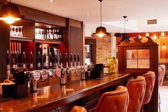 Kilcullen, Ирландия: Main Lounge bar very comfortable